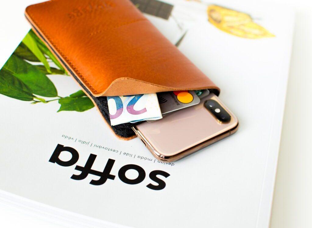 Kožený obal na iPhone