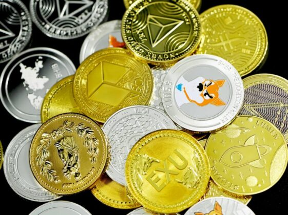 gold and silver round coins